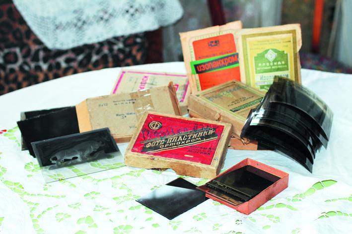 Негативы на фото-пластинках и плёнках выполнены московским фотографом В.Е. Дербенёвым в 1930–1960-е.Москва – Кудрино