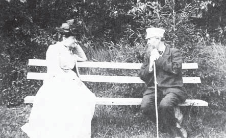 Елизавета Григорьевна Мамонтова и Виктор Михайлович Васнецов в Абрамцеве. 1890-е гг.