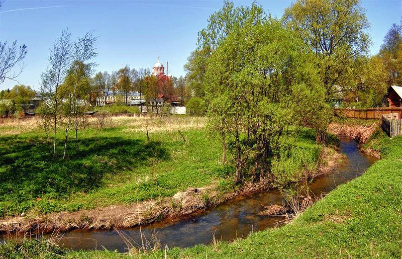 Река Пажа близ Покровского монастыря. Хотьково