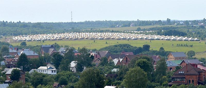 Палаточный лагерь для паломников недалеко от Сергиева Посада