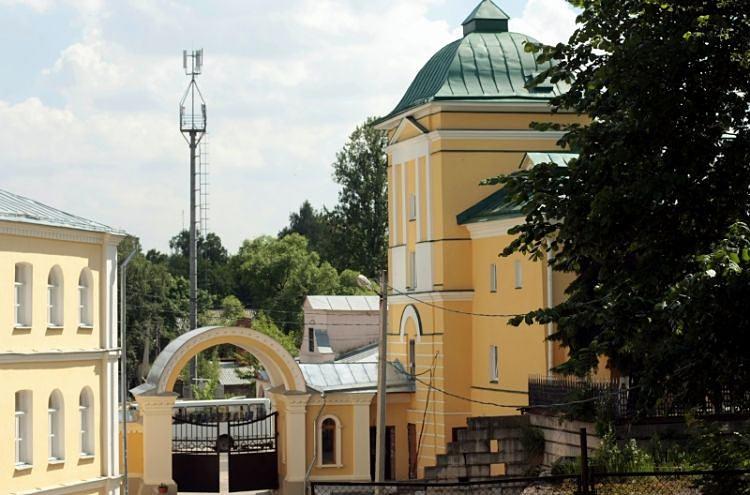 Вышка Теле 2 в охранной зоне Покровского хотьковского монастыря