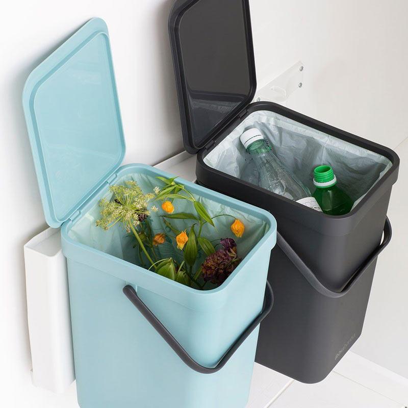 Два ведра для раздельного сбора мусора