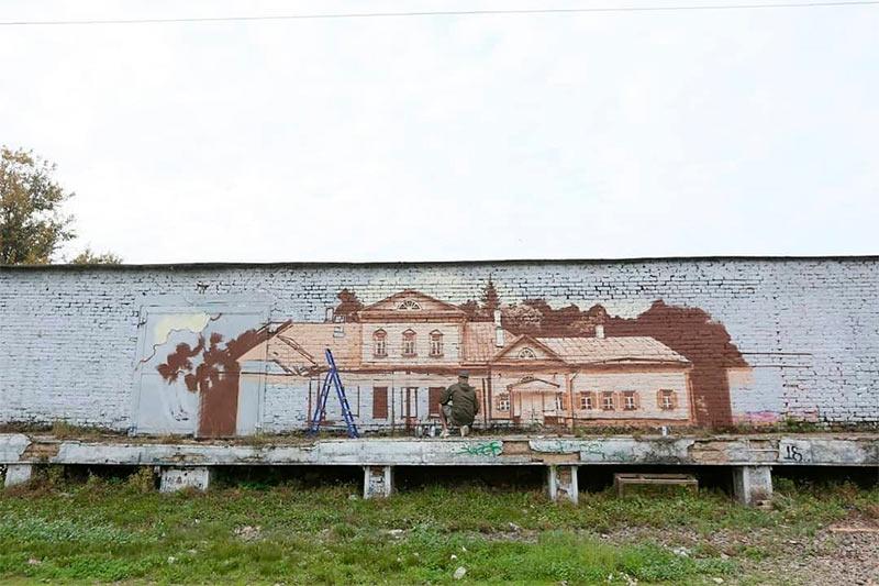 Работа над граффити на станции Хотьково