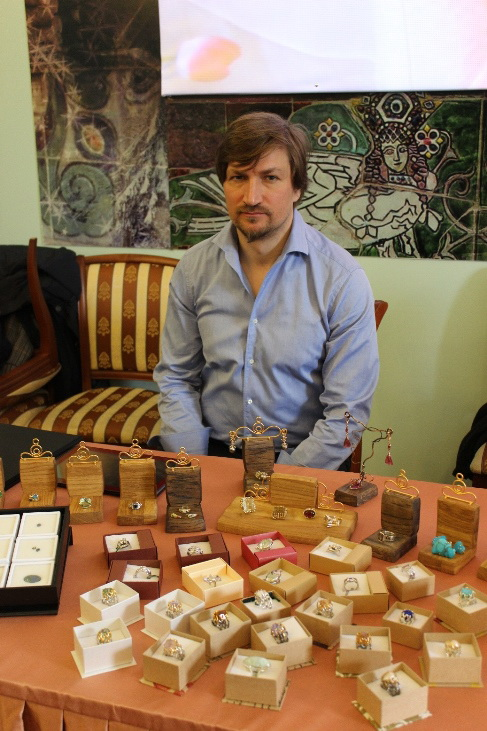 В Хотькове прошла традиционная ярмарка мастеров изделий ручной работы