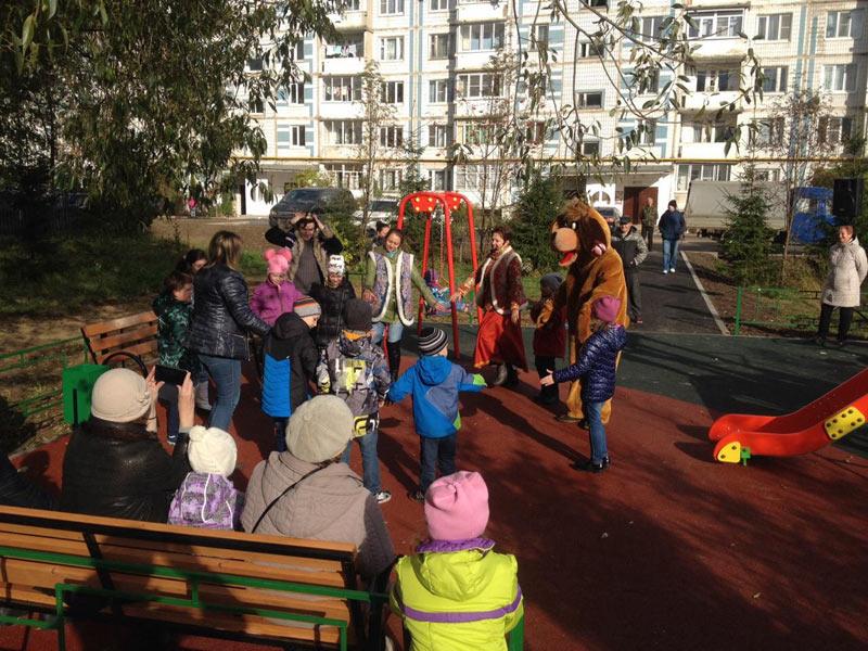 За яркое интересное детство - 8 октября 2017 года прошло праздничное открытие детских игровых площадок